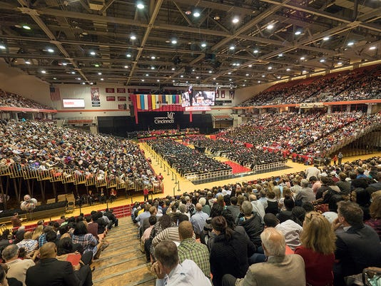 635975173076926954-uc-commencement2015.jpg