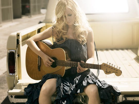 Deana Carter in a 2013 publicity shot