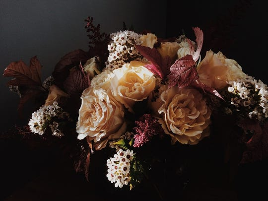 3. Flowers in rich autumn colors are a perfect centerpiece.