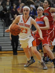 Northville's Lindsey Rathsburg chases after the loose