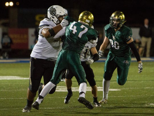 Snow Canyon football battles Desert Hills High for