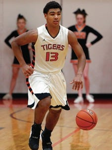 Four-star guard Mark Smith of Edwardsville, Ill., announced Wednesday he will attend Illinois.