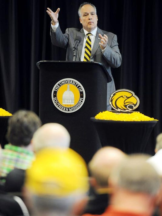 -USM Coach Kenneth Sadler2.jpg_20140501.jpg