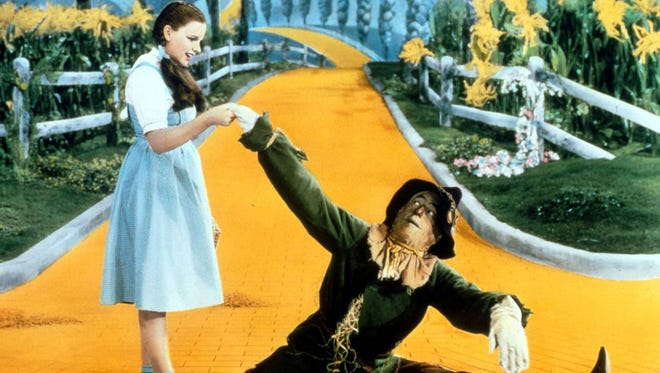 A scene from the 1939 classic THE WIZARD OF OZ.  Pictured from left: Judy Garland (Dorothy), Ray Bolger (Scarecrow). Credit: MGM