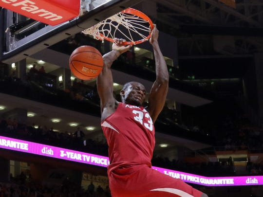 Arkansas forward Moses Kingsley (33) dunks the ball against Tennessee on Feb. 27, 2016.