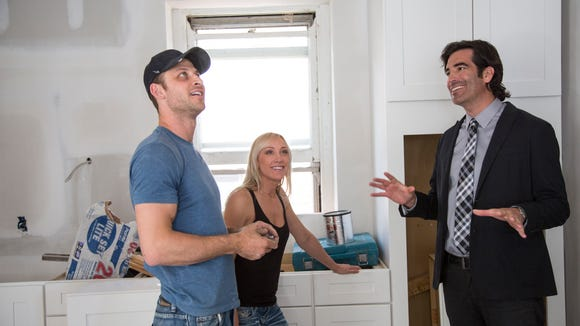 Minnesota contestants Danny and Katie with Carter Oosterhouse in their Hawthorne Avenue home.