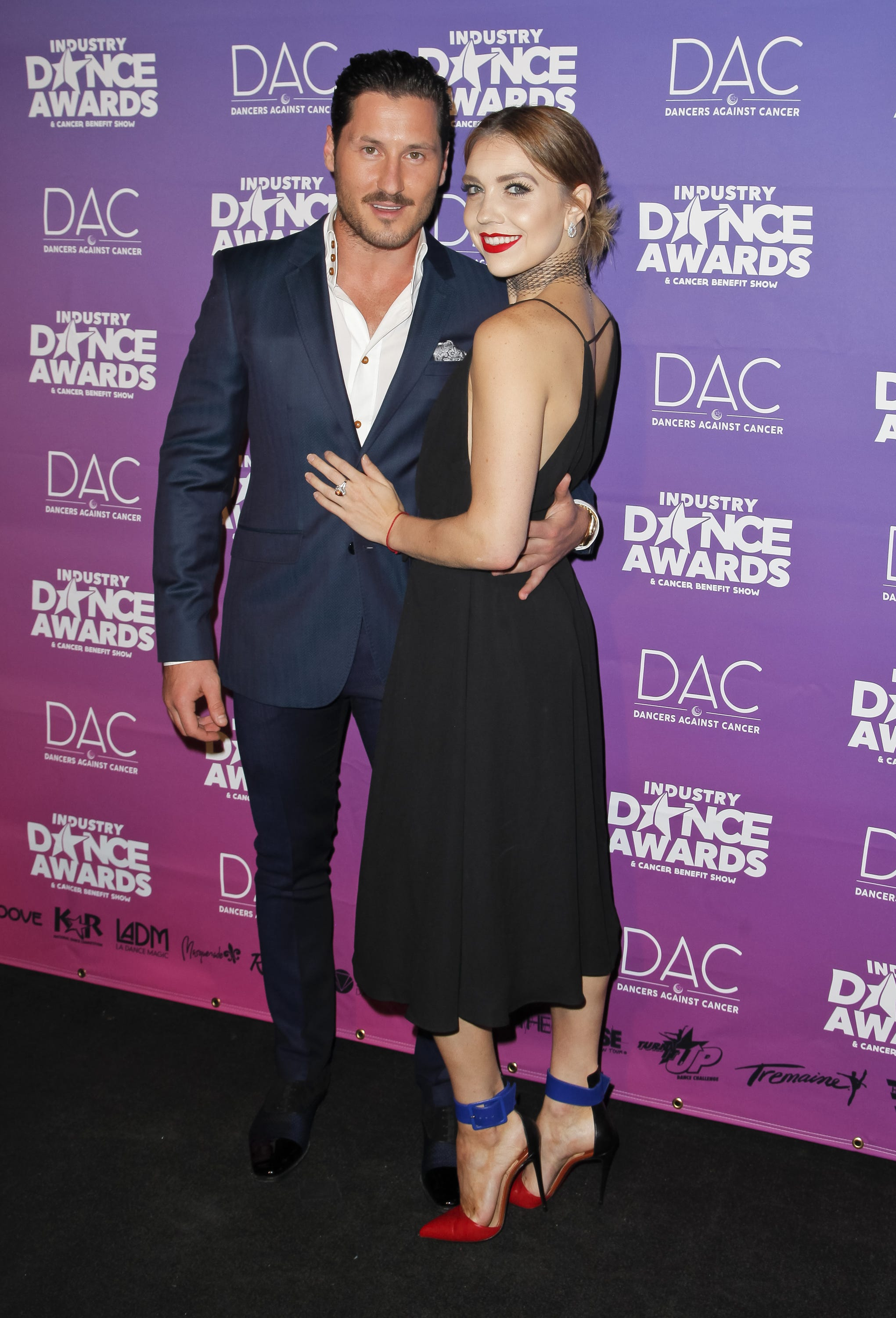 Who is dating on dwts 2018