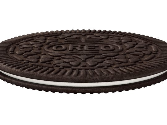 """Oreo Thins"" have a similar cookie-to-filling ratio as regular Oreos, except that they're slimmer."