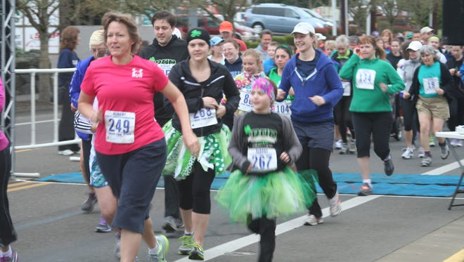 Participants in a previous iRun begin the race.