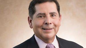 Dr. Ramón Quesada, director médico de los programas intervencionistas complejos percutáneos para estructuras cardíacas y coronarias de Miami Cardiac & Vascular Institute de Baptist Hospital.