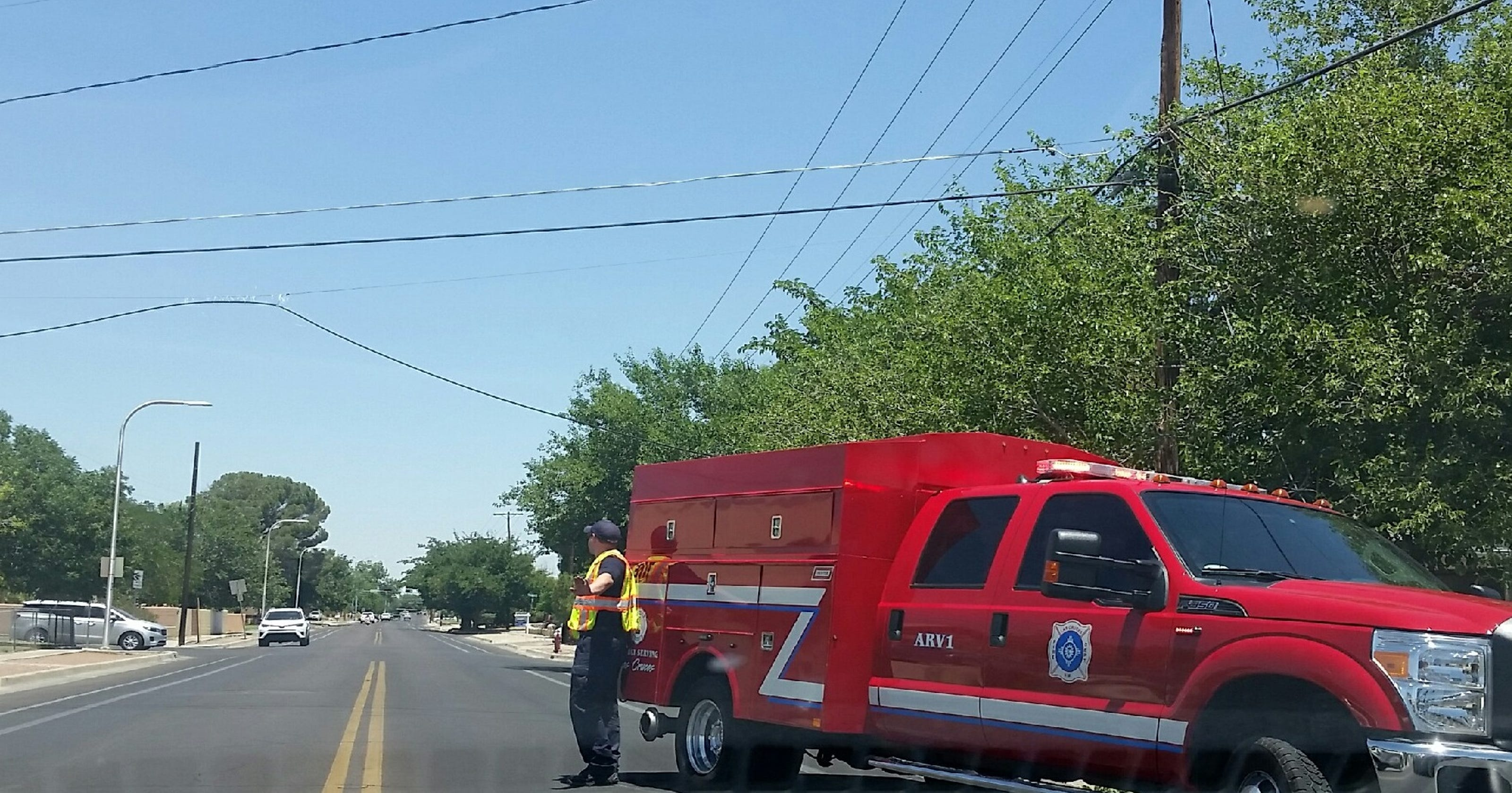 Truck strikes Comcast cable in Las Cruces, sparking small El Paso