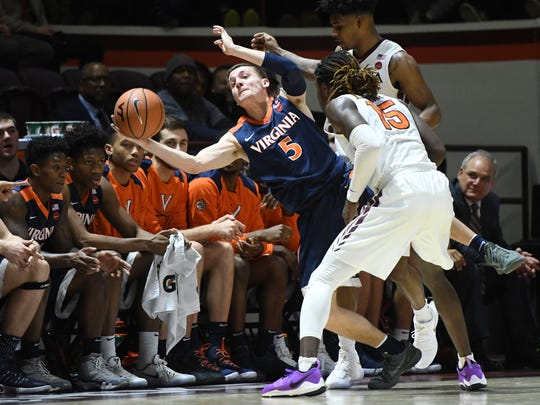 Virginia Cavaliers guard Kyle Guy (5) attempts to save