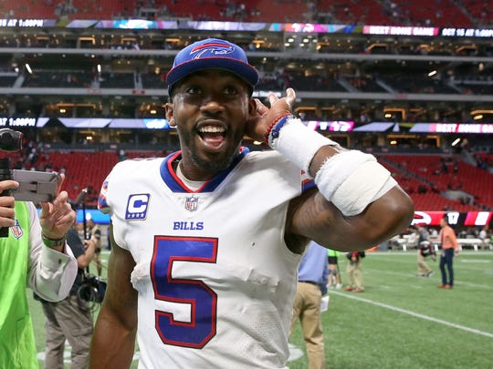 Tyrod Taylor listens to Bills fans in Atlanta cheer