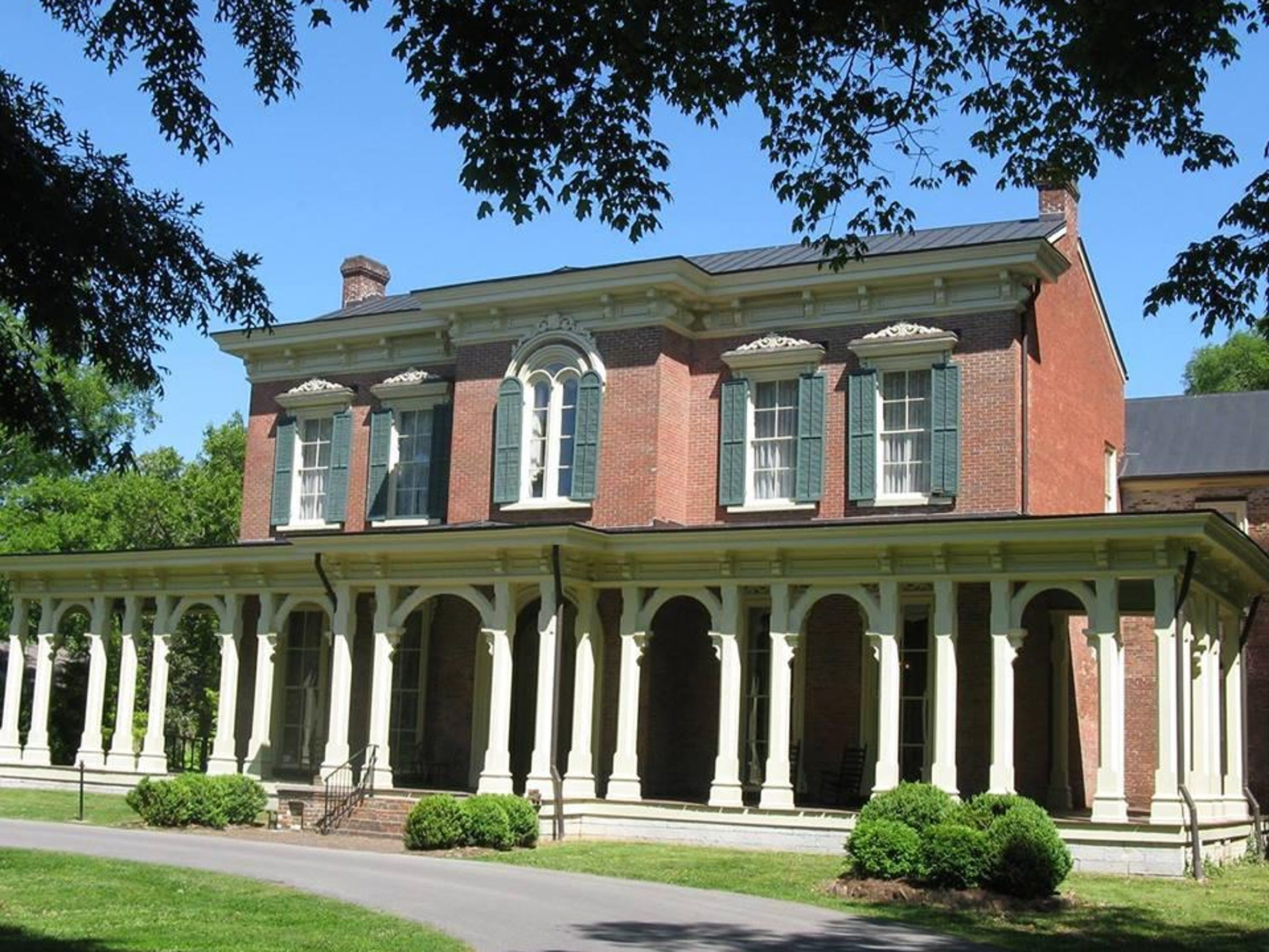 Oaklands Historic House Museum, 900 N. Maney Ave. in Murfreesboro, is the location for the second annual An Artisan Affair. There will also be live music. Proceeds benefit After Breast Cancer program through the YMCA.