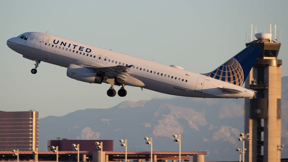 A United Airlines Airbus A320 departs for Chicago out