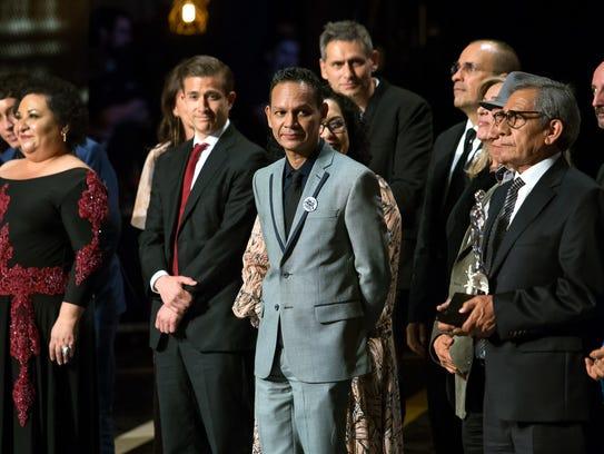 """""""Sueño en Otro Idioma"""" de Ernesto Contreras (centro)"""