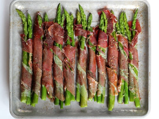 Fresh Asparagus Wrapped in Prosciutto