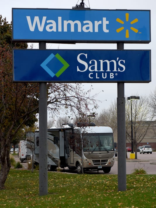 Kicked Out Of Wal Mart Couple Says Rv Rules Unclear In