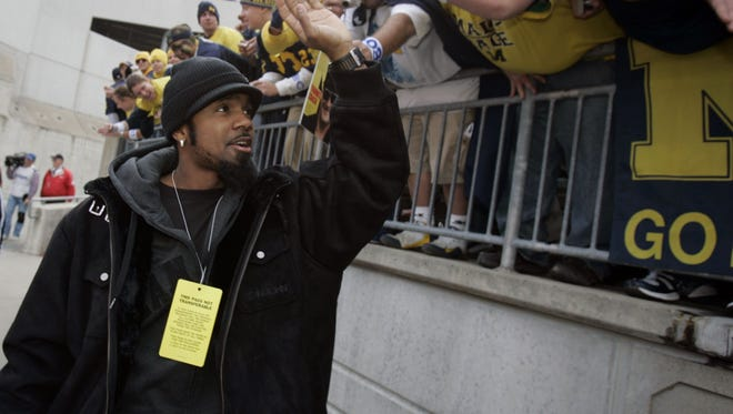 Charles Woodson greets fans as he walks to the field at Ohio Stadium on Nov. 18, 2006.