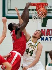 Stony Brook's Jameel Warney jams the ball over the