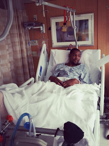 Kevin Durant shares photo from the hospital after surgery
