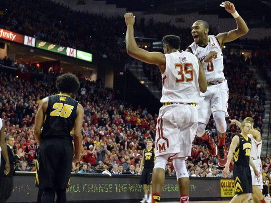 Maryland Terrapins forward Damonte Dodd (35) and Maryland