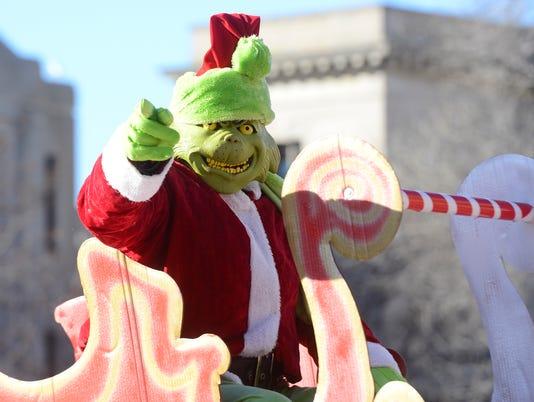 636147207187669255-Holiday-parade.jpg
