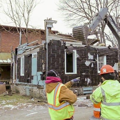 20160125_House_Demolition