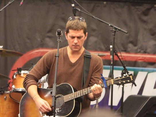 Singer Rob Thomas performs.