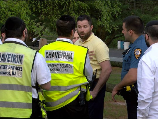 Lakewood Police and Chaveirim members confer before