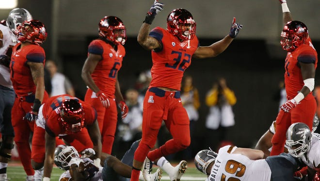 Arizona Wildcats senior pass rusher DeAndre' Miller (32).