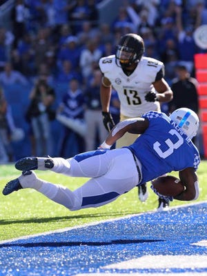 Kentucky running back Jojo Kemp (3) dives for a touchdown against Vanderbilt safety LaDarius Wiley (13) in the first quarter Saturday.