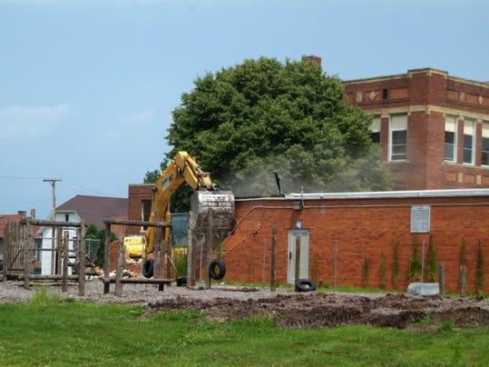 COS Lincoln Elementary demolition 0708-1.jpg