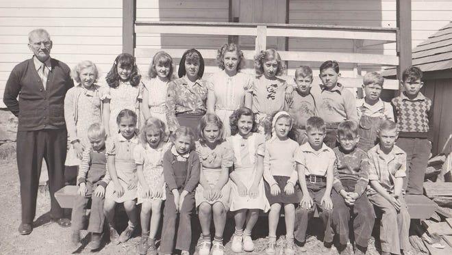 Students at Hake's (Glen Allen) School in September 1947.  Curvin Markle was the school's teacher.