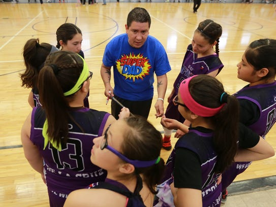 El Paso Infinity coach Danny de la Cruz instructs his