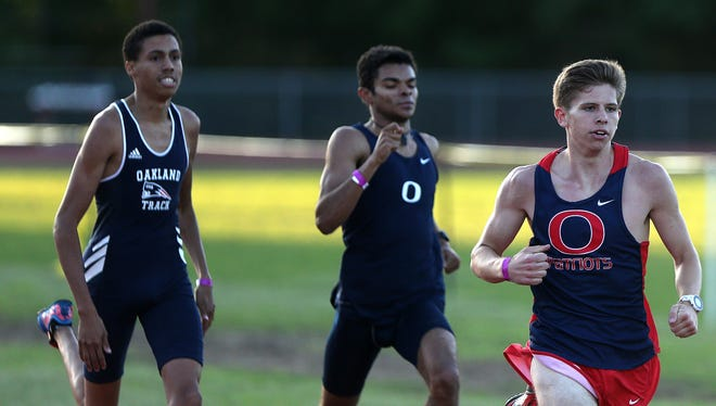 Oakland swept the first three places in the 800. Daniel Smith won the race, followed by Nathan Mack and Jordan Hill.