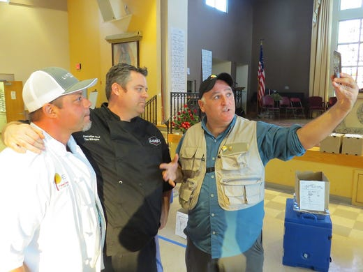 Celebrity chef Jose Andres spreads cheer, selfies during
