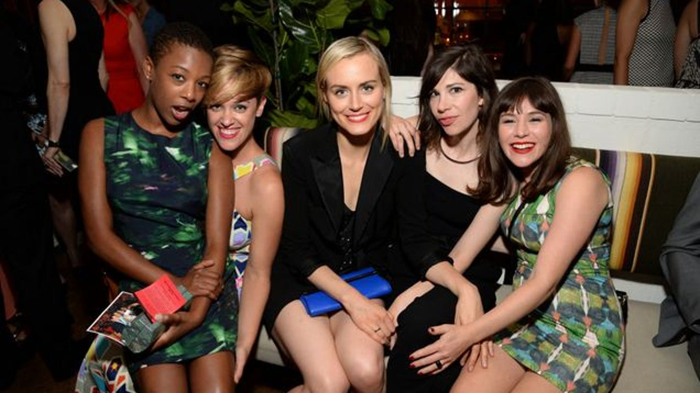 writer of oitnb dating poussey It turns out that, like the rest of us, orange is the new black writer lauren morelli  has fallen in love with poussey well, she's actually dating.