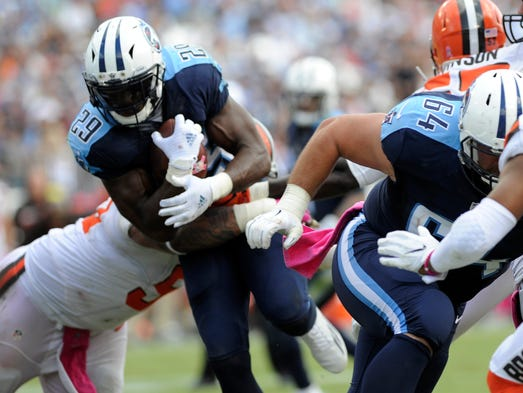 Titans running back DeMarco Murray (29) goes in for