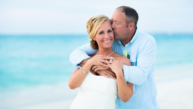 Amanda Sluss and Cliff Gilchrist had a second wedding on the beach in Aruba.