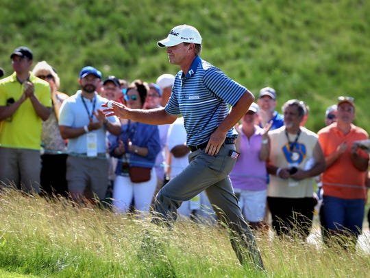 Steve Stricker acknowledges the home crowd Saturday morning as he prepares to tee of on No. 1 in the third round of the U.S. Open at Erin Hills.