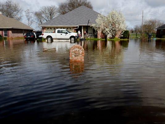635932236082681709-flood76.jpg