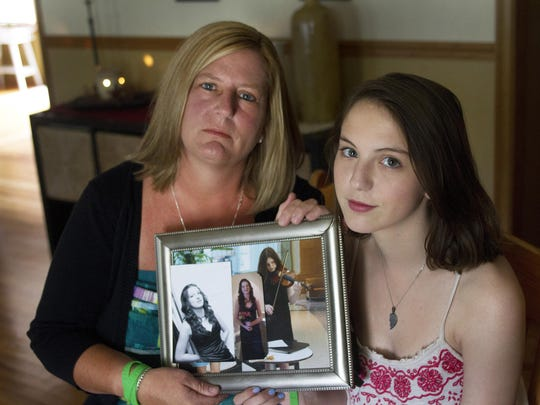 Kate Duerr and daughter Erinn, 15, with photo her their sister/daughter Caroline who was killed in a car accident but managed to save four other lives through her organ donations.
