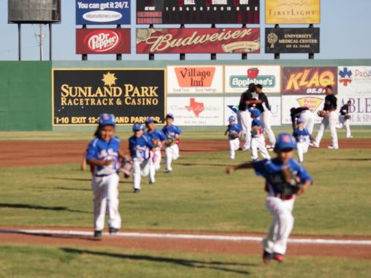 Niko leads team off field