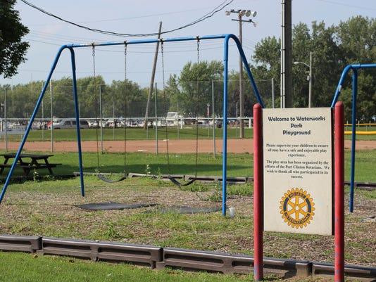 swings_playground_WWPark_IMG_3314