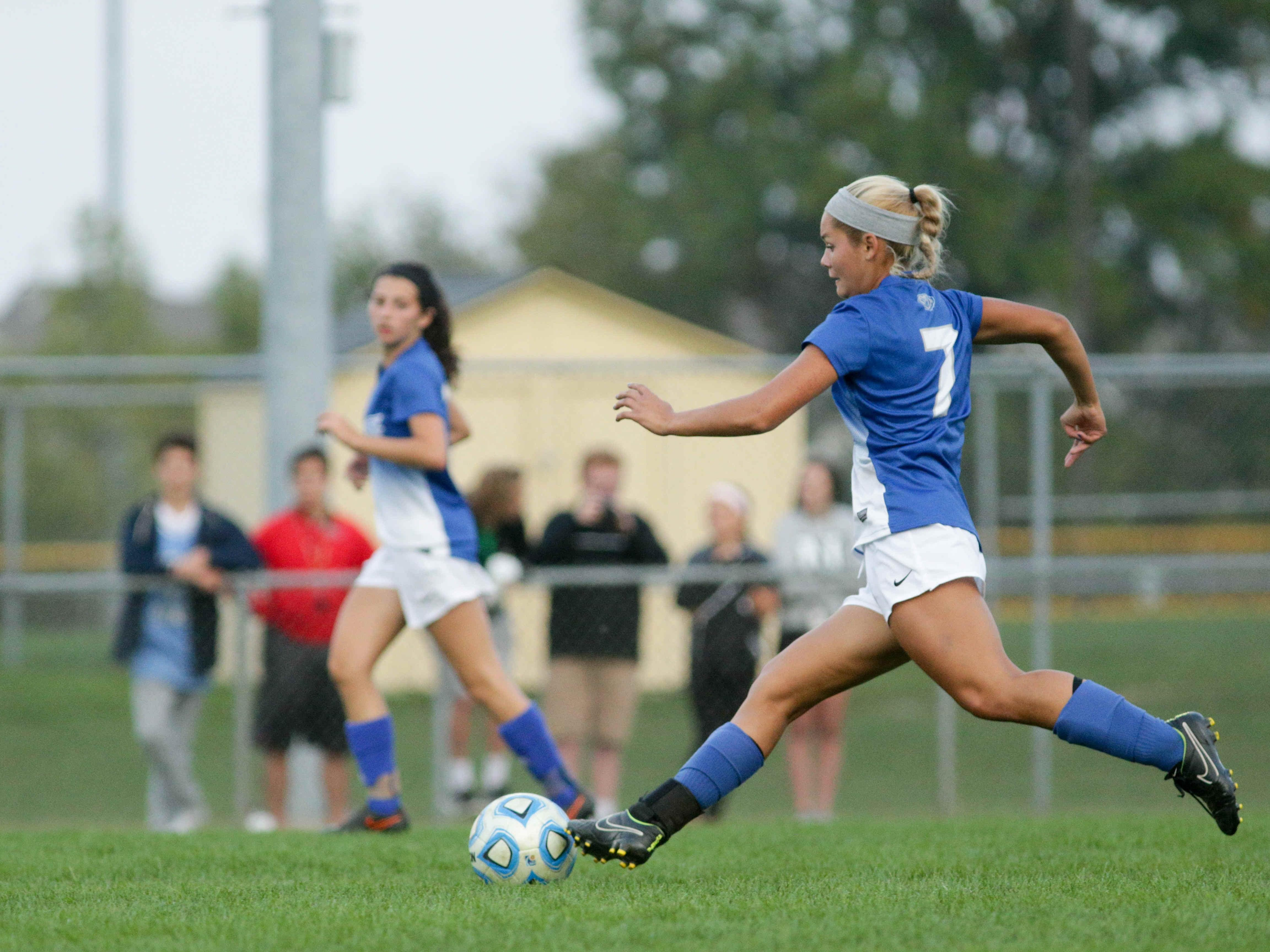 The Royals number 7, Noelle Cawston drives towards the goal, during women's sectionals, Hamilton South Eastern Royals VS the Fishers Tigers at HSE, Thursday October 8th, 2015. The Tigers took the win, 1 to 0.