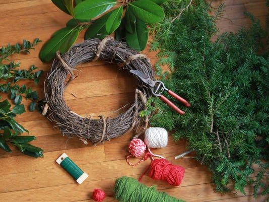 BMN 121015 Xmas wreaths LEAD
