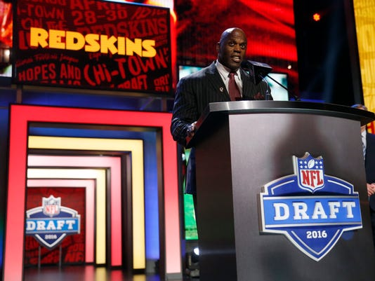 Former NFL player Ken Harvey announces that the Washington Redskins selects Southern California's Su'a Cravens as the 53rd pick in the second round of the 2016 NFL football draft, Friday, April 29, 2016, in Chicago. (AP Photo/Charles Rex Arbogast)