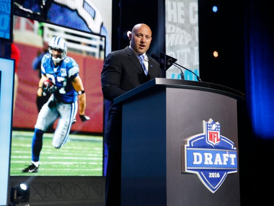 Former Walter Payton Men of the Year Mike Furrey announces that the Detroit Lions selects Michigan's Graham Glasgow as the 95th pick in the third round of the 2016 NFL football draft, Friday, April 29, 2016, in Chicago. (AP Photo/Charles Rex Arbogast)