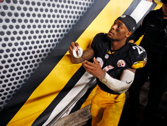 Pittsburgh Steelers running back Le'Veon Bell (26) gives one of his sweat bands to a fan as he leaves the field after an NFL football game against the Kansas City Chiefs in Pittsburgh, Sunday, Oct. 2, 2016. The Steelers won 43-14. (AP Photo/Jared Wickerham)
